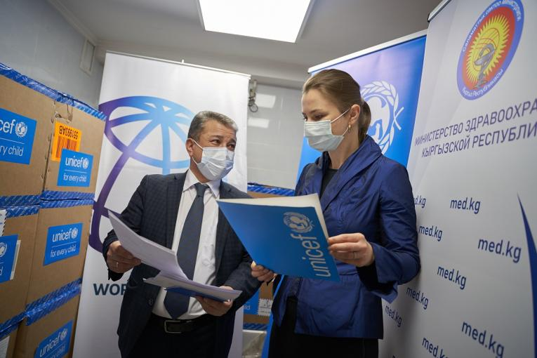 Abdykadyr Joroev, the Director of Center for State Sanitary and Epidemiological Control and Yulia Oleinik, UNICEF Deputy Representative are at hand over of PCR tests in Kyrgyzstan City