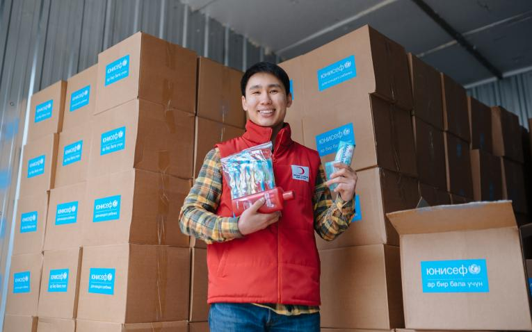 UNICEF handed over 1,000 Family Hygiene Kits and 42 mobile phones to the National Red Crescent Society in Kyrgyzstan