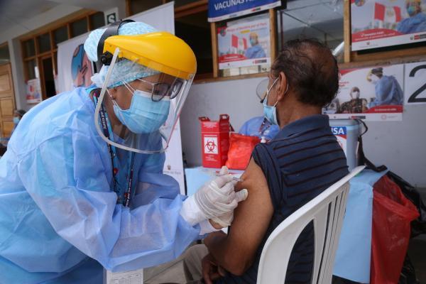 Casi 3 millones de vacunas contra el COVID-19 han llegado a América Latina  y el Caribe | UNICEF