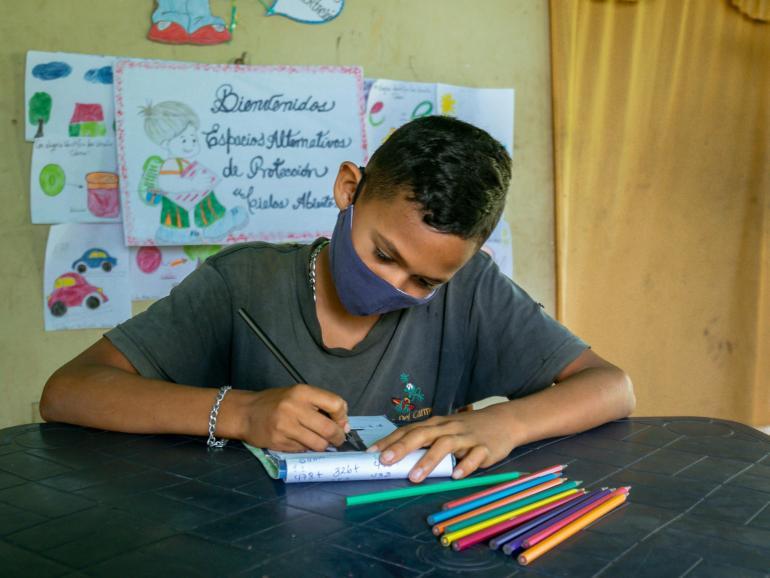 Los niños no pueden seguir sin ir a la escuela, afirma UNICEF