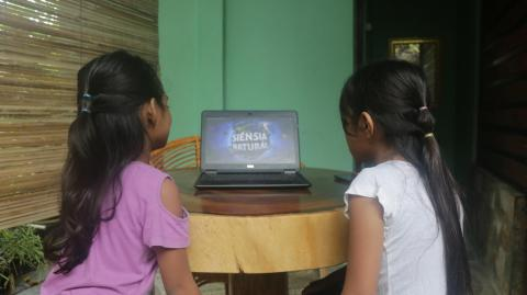 Children watching laptop