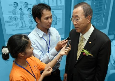 Youth reporters are interviewing Ban Gi Moon, Executive Director, United Nation