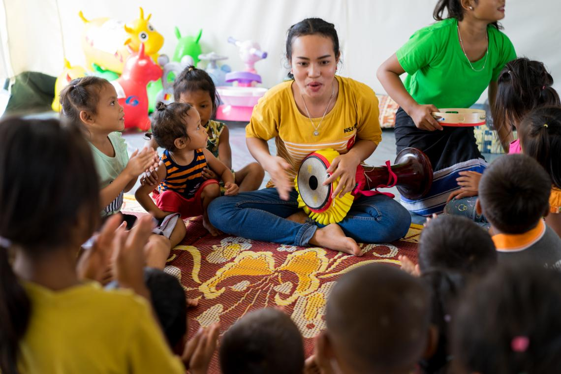 In the child-friendly spaces set up in Ban Bok camp, Attapeu province, the 21-year-old volunteer teacher Malaihone was interacting with children affected in the flood.