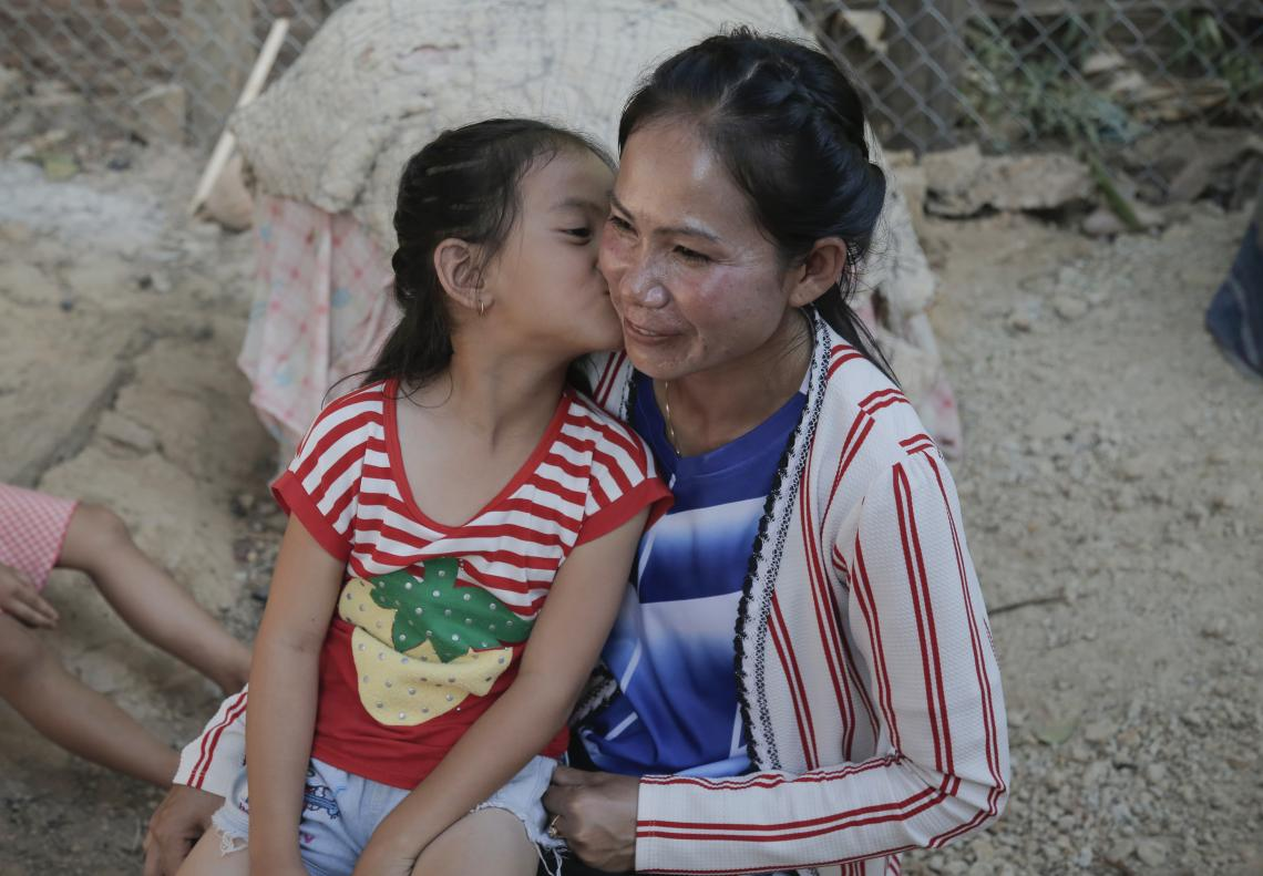 Titavanh kissing her mother Ms. Phaivonh