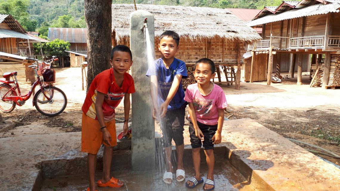 Children using water in Phongsaly province