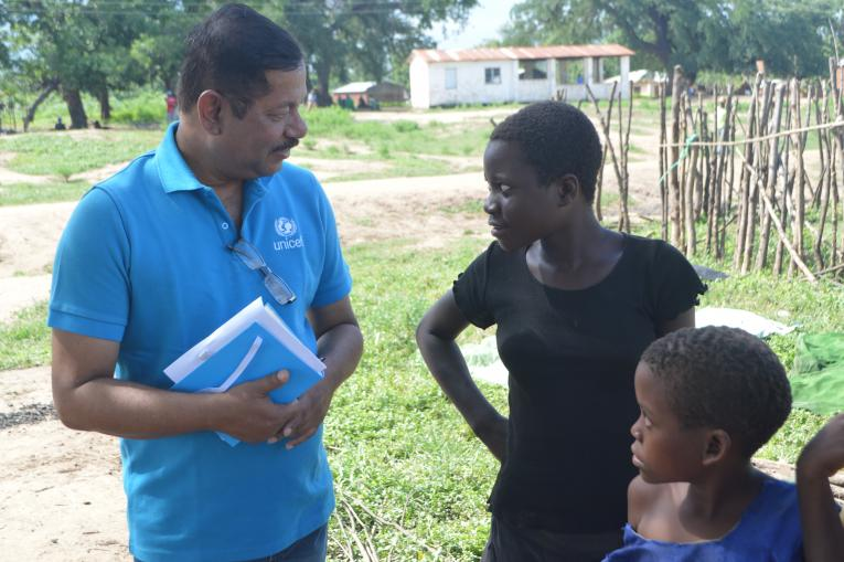 UNICEF staff interacts with children at Bangula Camp in Nsanje.