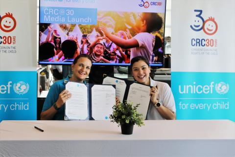Marianne and Lisa sign agreement