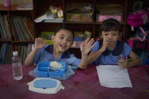 malaysian children eating, learning