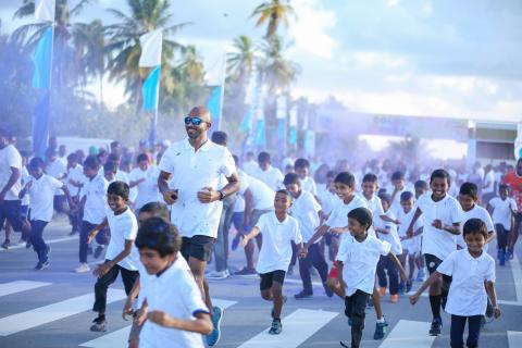 Ahmed Aathif and children in a #GoBlue colour run.