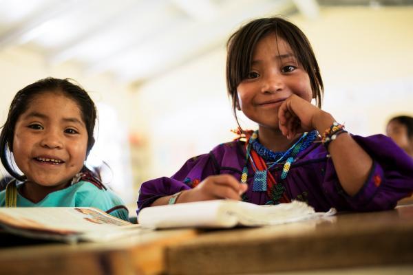Indígenas sólo llegan al sexto de primaria: Mejoredu