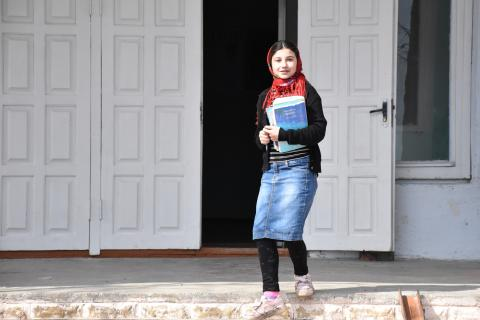 Roma girl going to school