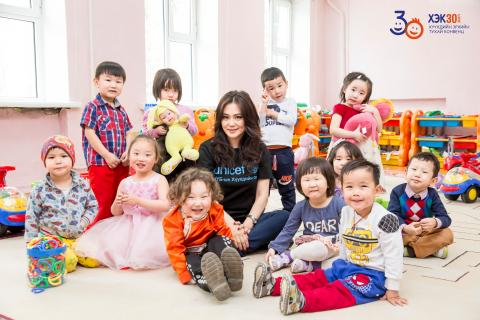 singer Ms. Ariunaa with children