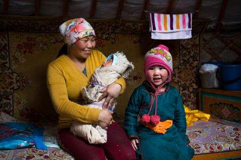 Mother Delgermurun Tsolomon (32) with her baby Sugarmaa Batjargal (8 days), in the families' ger in the Alag-Erdene area in Mongolia on the 2nd of March 2018.