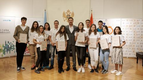 Young reporters - UNICEF volunteers with Aleksandar Bogdanović, Minister of Culture