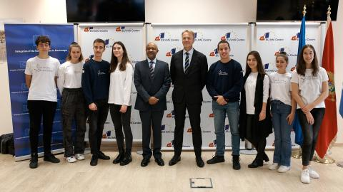 UNICEF volunteers - young reporters with the Head of the EU Delegation to Montenegro, Aivo Orav