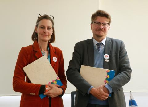 Ms Elke Wisch, UNICEF Representative to Nepal and Mr Pertti Anttinen sign the agreement