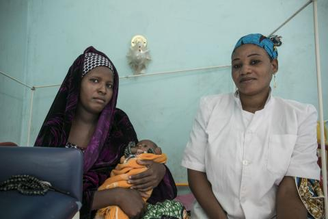 Nurse Djemila visits Fatima after her baby experienced an improvement of his health conditions at the IPF, in Diffa.