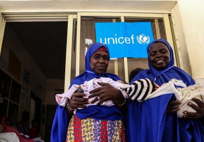 Volunteer Community Mobilizers with newborns