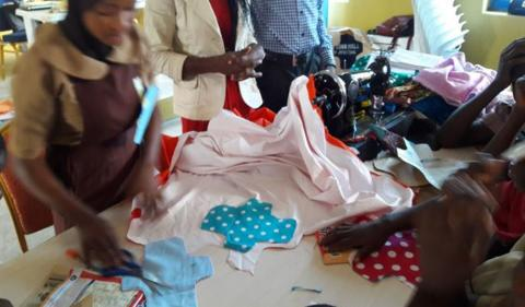 girls-making-sanitary-pads