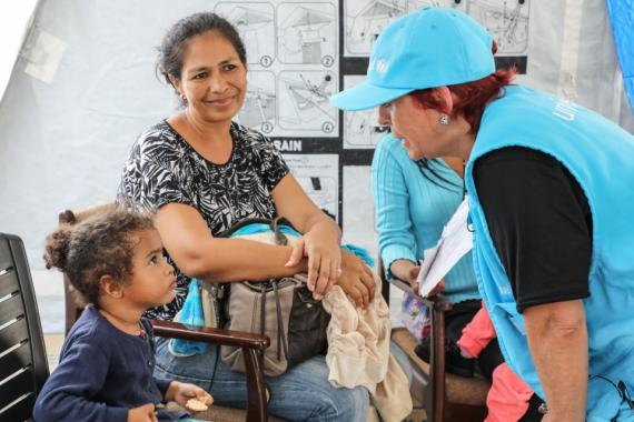 UNICEF LAC Regional Director with migran children