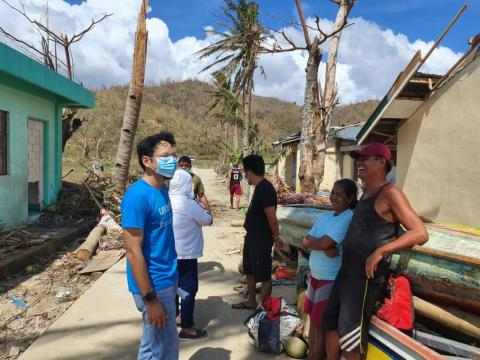 Geo Lapina talking to families directly affected by Super Typhoon Rolly / Goni