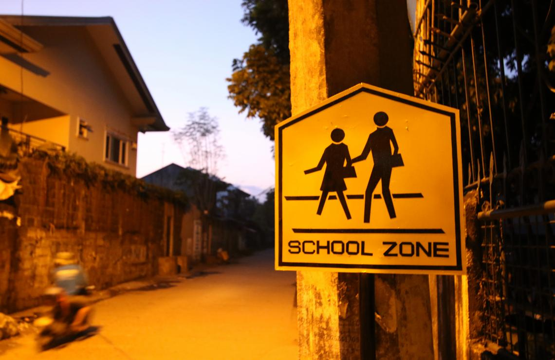 A children crossing/school zone street sign