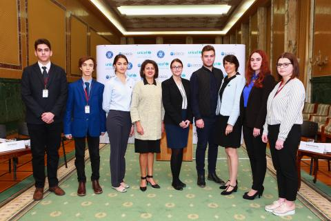 In the photo, from left to right: Afshan Khan, UNICEF Regional Director, Regional Office for Central and Eastern Europe and Commonwealth of Independent States, Ioana Băltărețu, Vicepresident of the National Council of Students, Sandie Blanchet, UNICEF Representative in Romania, and National Council of Students representatives at the launch of the UNICEF - OECD study