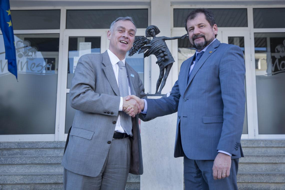Philippe Cori, Deputy Regional Director, Europe and Central Asia, and Valentin Vieru, Mayor of Moinesti, after signing a partnership agreement for a community center
