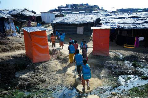 Rohingya children going to temporary school