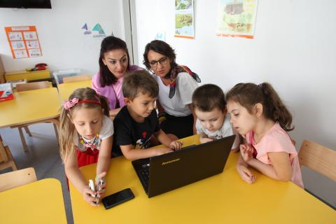 Preschool teacher Branka and child psychologist Natasa often point out the advantages of using computers to children.