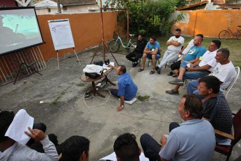 Workshop with Roma men on Roma identity.