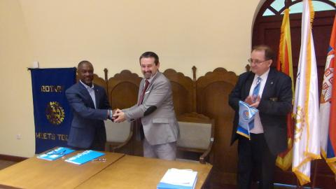 Mr Branislav Randjelovic, Rotary District Governor 2483, and Michel Saint-Lot, UNICEF Representative in Serbia, signed a Memorandum of Understanding aimed at advocating and promoting children's rights.