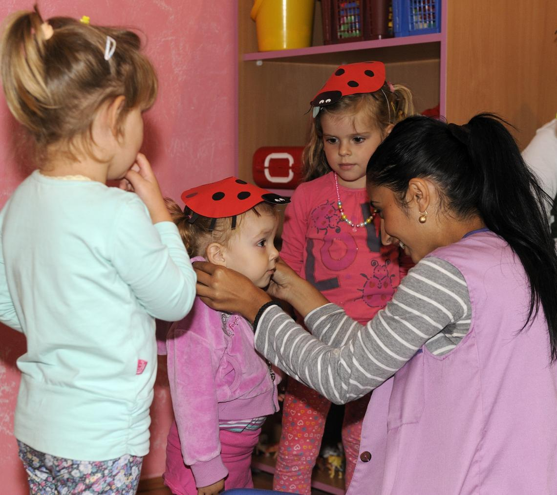 Teaching assistant, Dijana Miladinovic, plays a crucial role in the community – by encouraging Roma families to give their children the advantage of an early years education.