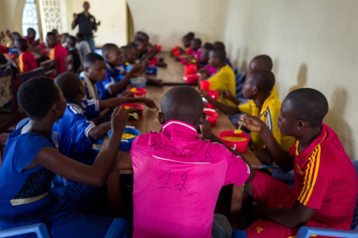 Children released from the militia of a traditional chief eat breakfast in a centre supported by UNICEF in the Democratic Republic of the Congo.
