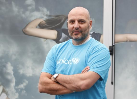 Aleksandar Djordjevic wearing UNICEF T-shirt
