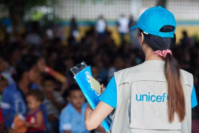 UNICEF staff during one of the #ConLosNiñosDeVenezuela days where WASH, education, health, nutrition and recreation activities are carried out at the Dr. José María Vargas located in the Cambalache sector, Bolívar state, July 27, 2019.