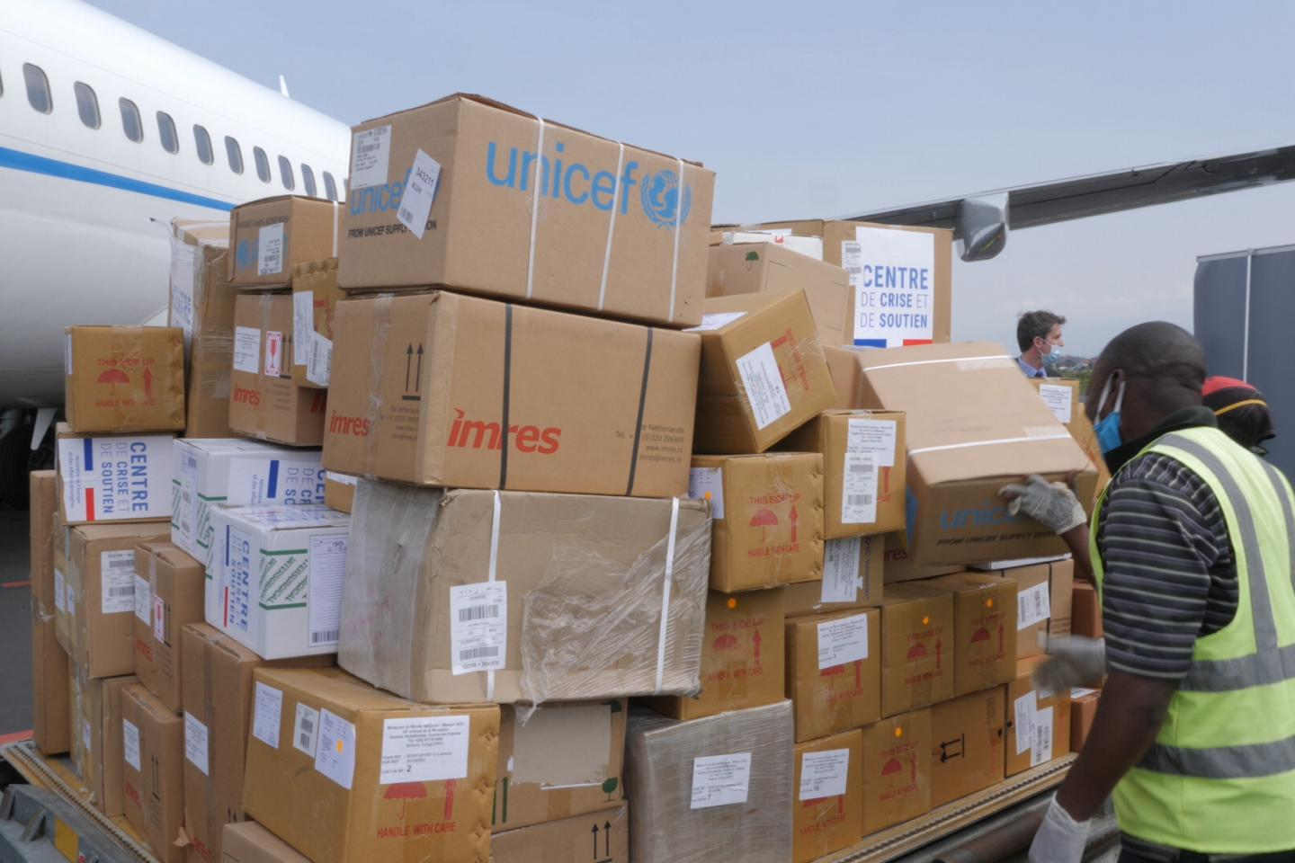 COVID-19: EU Humanitarian Air Bridge helps deliver over 50 tonnes of UNICEF supplies for vulnerable children and families