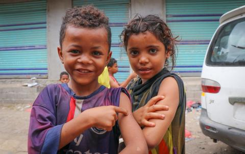 Children in Aden, Yemen proudly show off the spots on their arms where they were vaccinated during a mobile Measles and Rubella vaccination campaign backed by UNICEF, 9 February 2019.