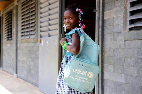 Back to school in Côte d'Ivoire: A student with a UNICEF bag heads to her classroom
