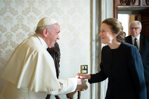 Pope Francis shakes hands with UNICEF Executive Director Henrietta H. Fore
