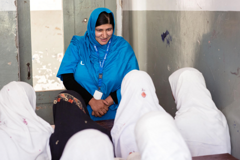 Anita Haidary interacting with students of a UNICEF-supported school in Afghanistan.