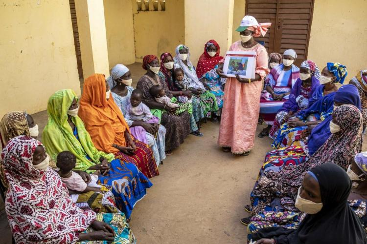 Mali. A woman discusses the consequences of FGM to a group.