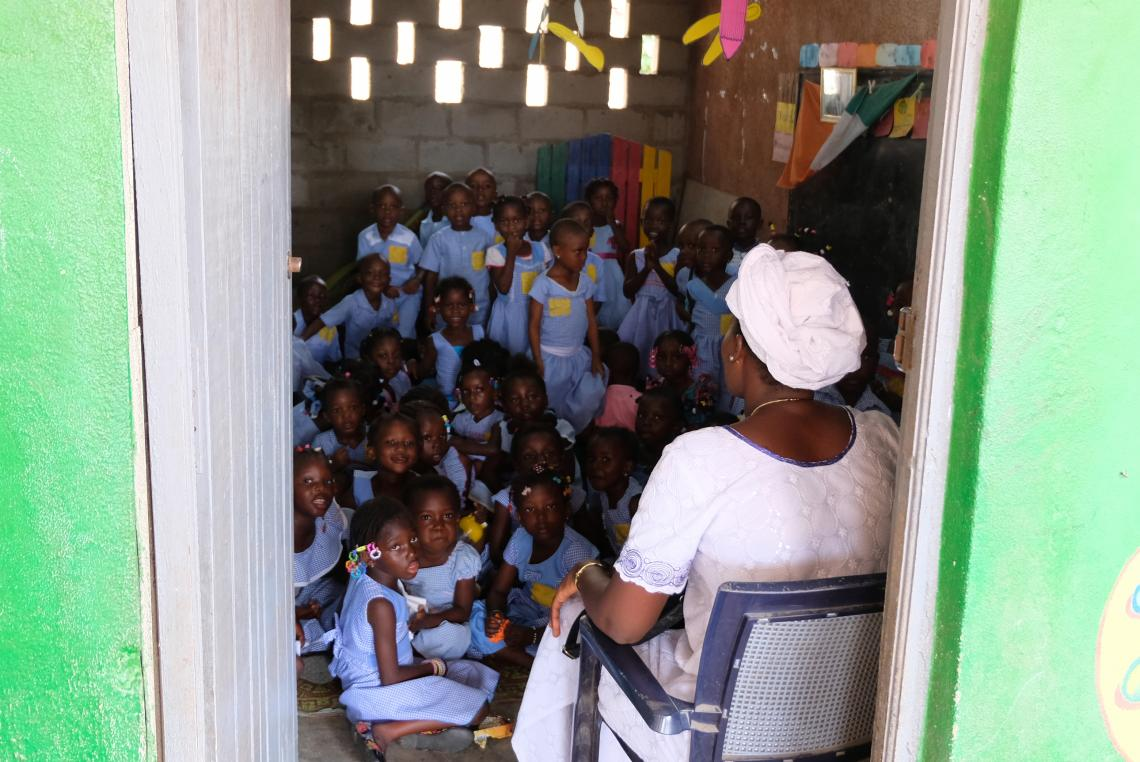 Children packed into a classroom, Côte d'Ivoire