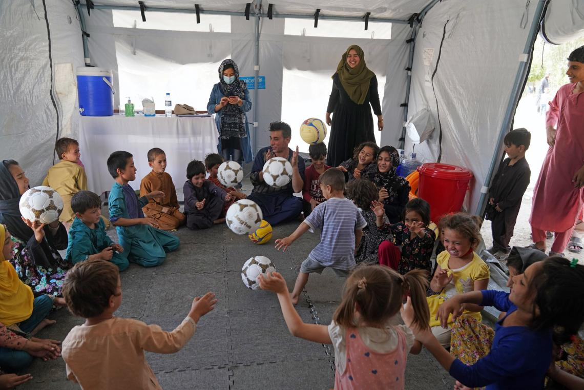 Afganistán. Un espacio apto para niños en una escuela secundaria en Kabul.