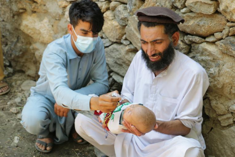 Children are being vaccinated against polio during the resumed polio vaccination activities in Jalalabad, Afghanistan.