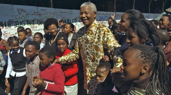 Nelson-Mandela-Graca-Machel-with-children