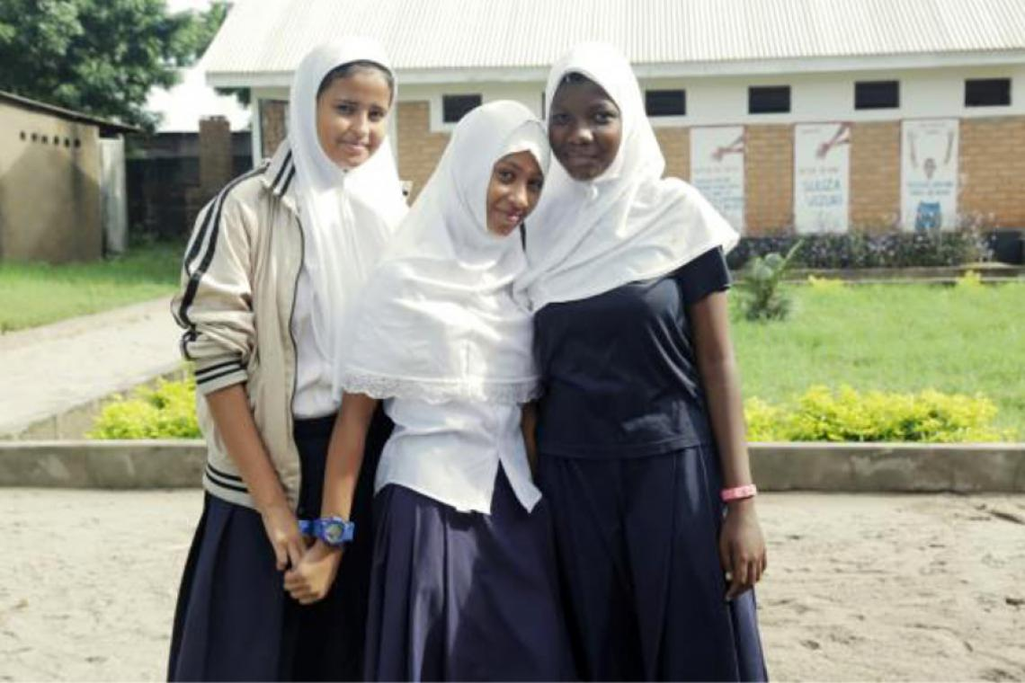 3 students pose together