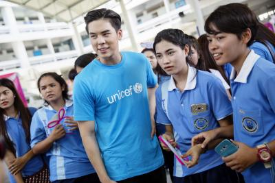 Peach Pachara Chirathiwat is standing with teenagers.