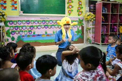 Mai Davika, Friend of UNICEF visiting Nuampradith Early Childhood Development (ECD) Centre near Bangkok where she participated in activities – reading, creating crafts and dancing with young children