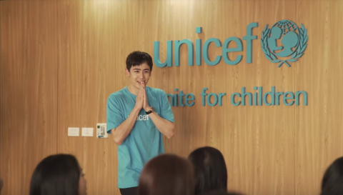 Nichkhun visits UNICEF Thailand to surprise face-to-face fundraising team